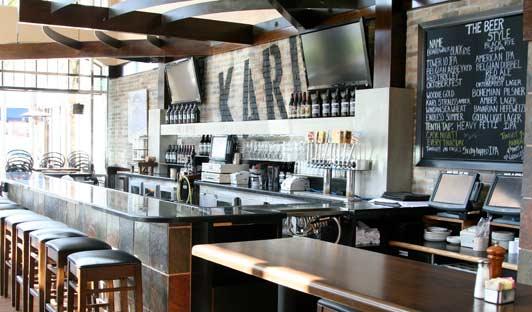 Karl Strauss La Jolla has 10 craft beers on tap.