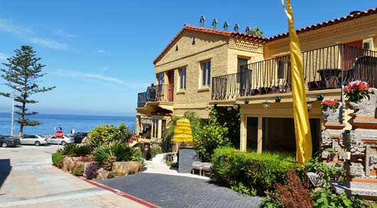 Pantai Inn offers the best hotel suites near the La Jolla Cove and the seal colony at the Children's Pool.